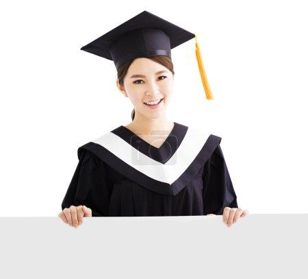 快乐的女大学生,显示空白板上的副本空间