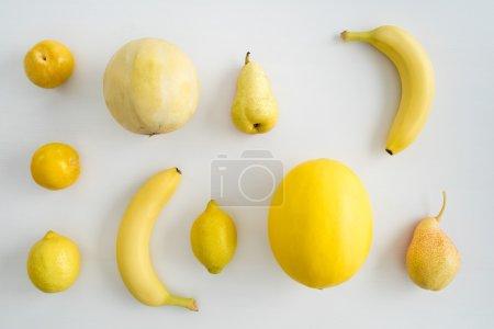 黄色夏季水果的集合