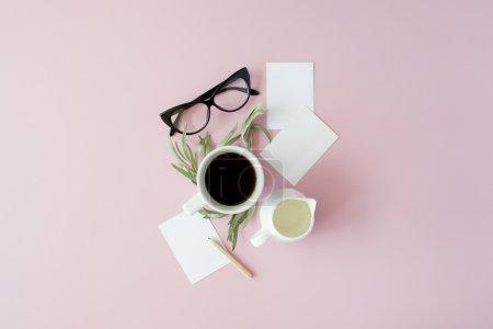 忙碌的早晨喝杯咖啡